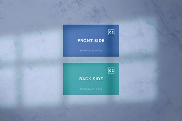 Visitenkarte, die auf marmormodell legt Premium PSD