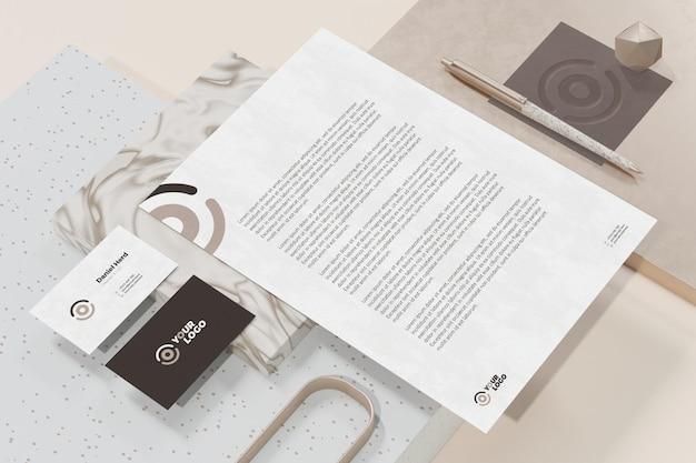 Visitenkarte mit briefkopfdokument branding briefpapier modell Premium PSD