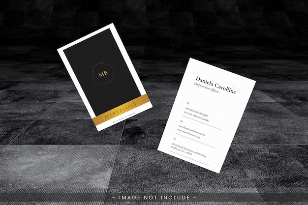 Visitenkartenmodell mit dunklem grungeboden Premium PSD