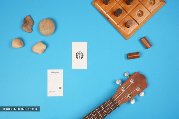 Visitenkartenmodell mit gitarre, holzspiel und steinen Premium PSD