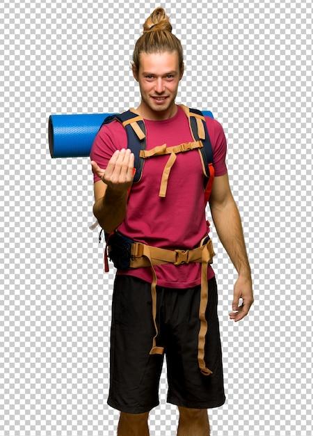 Wanderermann mit dem bergwanderer, der einlädt, mit der hand zu kommen. glücklich, dass du gekommen bist Premium PSD