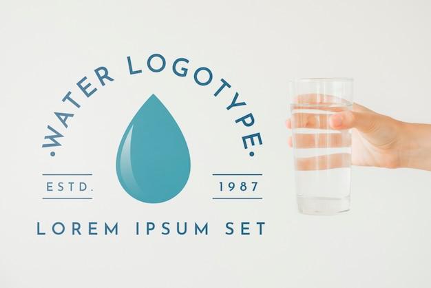 Wasserlogomodell auf copyspace Kostenlosen PSD