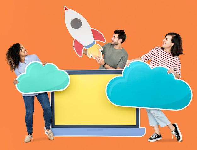 Wolkenspeicher- und innovationskonzepttrieb, das eine raketenikone kennzeichnet Kostenlosen PSD