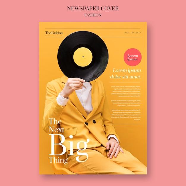 Zeitungsmode mit dem modell, das eine vinylaufzeichnung hält Kostenlosen PSD
