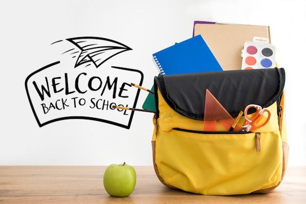 Zurück in die schule rucksack mit studentenzubehör Kostenlosen PSD