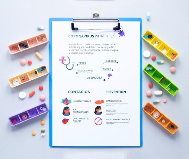 Zwischenablage mit pillen auf dem tisch Kostenlosen PSD