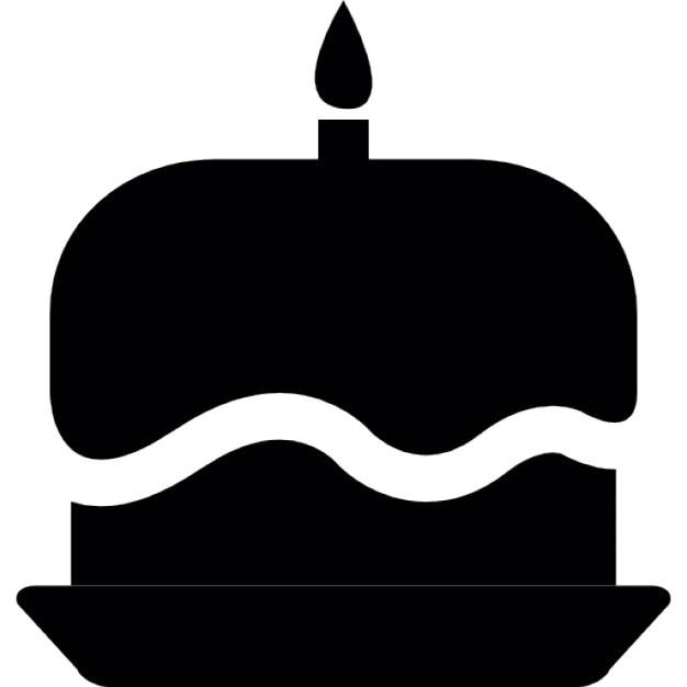 Deux couches de g teau d 39 anniversaire avec des bougies - Telecharger la meteo sur mon bureau gratuit ...
