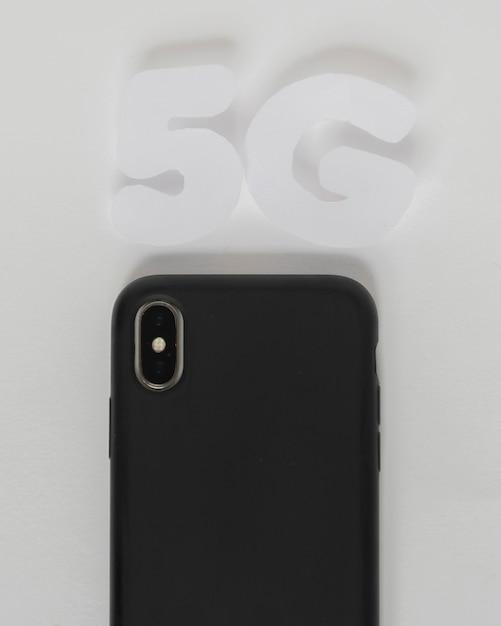 5g de texte au dessus du téléphone mobile Photo gratuit