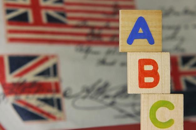 Abc-lettres De L'alphabet Anglais Sur Des Cubes En Bois Photo Premium