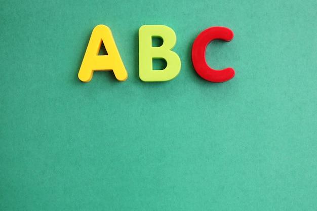 Abc première lettre de l'alphabet anglais sur vert Photo Premium