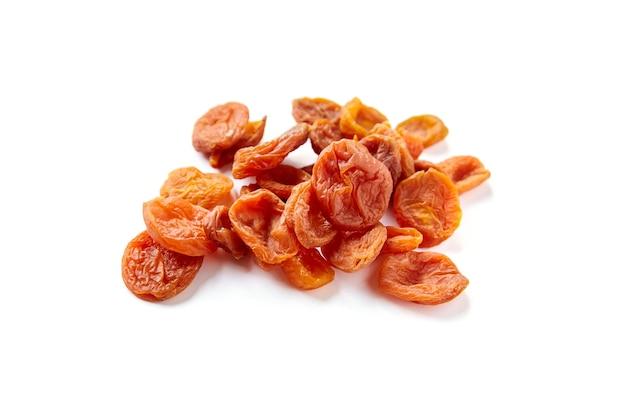 Abricots Secs Isolés Sur Blanc Photo Premium