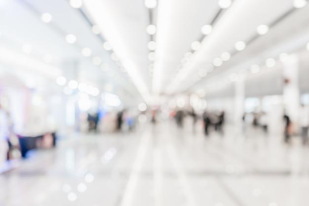 Abstrait couloir blanc flou ou lobby pour le fond. Photo Premium