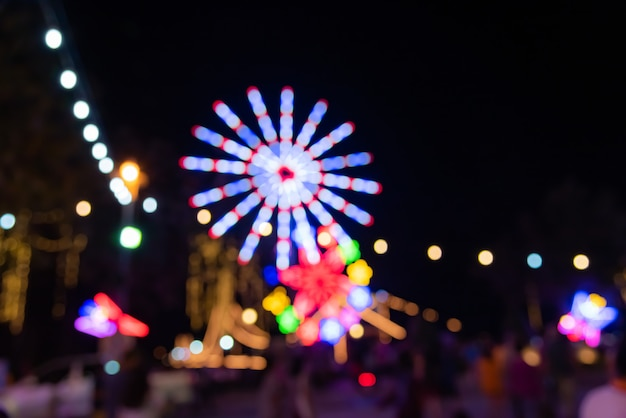Abstrait doux coloré floue bokeh lumineux doux doux pendant la nuit. Photo Premium