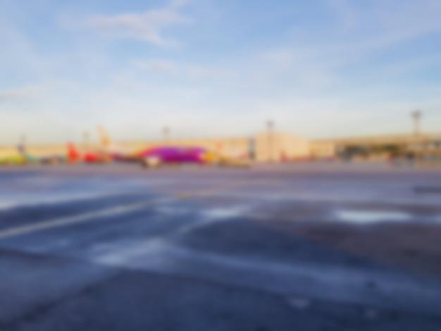 Abstrait flou avion à l'aéroport. Photo Premium
