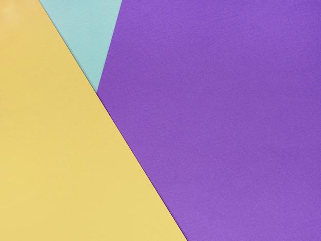 Abstrait géométrique de feuilles lilas jaunes et bleues de papier aquarelle Photo Premium
