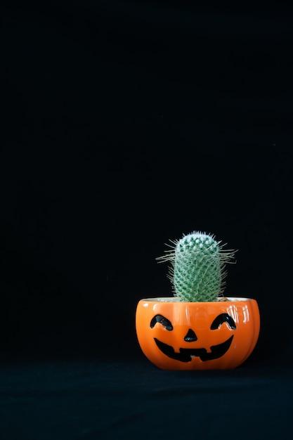 Accessoire De Concept De Fond Happy Halloween Day Décorations Avec Plante De Cactus Photo Premium
