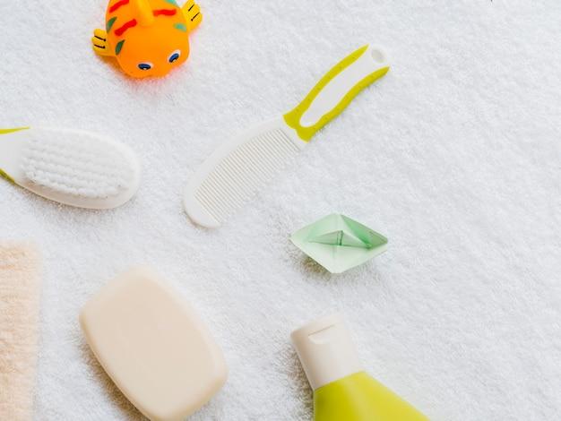Accessoires de bain vue de dessus pour bébé Photo gratuit