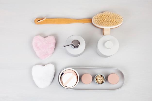 Accessoires de céramique légère pour salle de bain Photo Premium