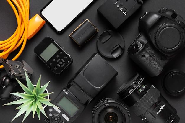 Accessoires De Concept De Photographie Sur Fond Noir Photo gratuit