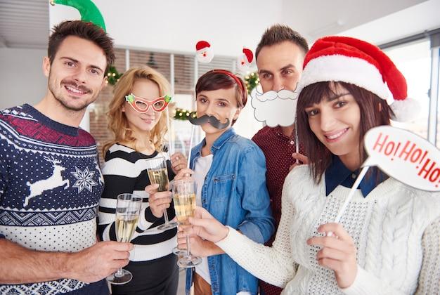 Des Accessoires De Noël Sont Utilisés Photo gratuit