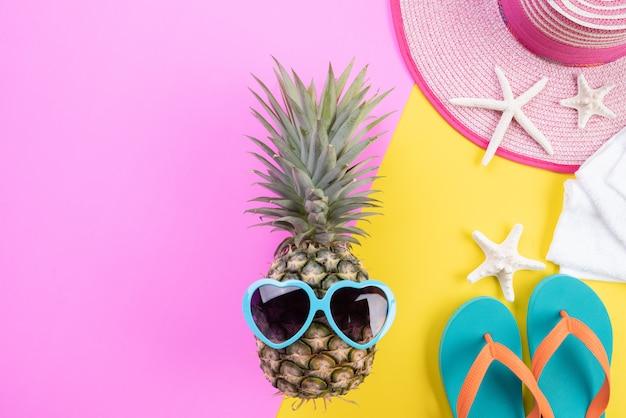 Accessoires de plage pour les vacances d'été et le concept de vacances. Photo Premium