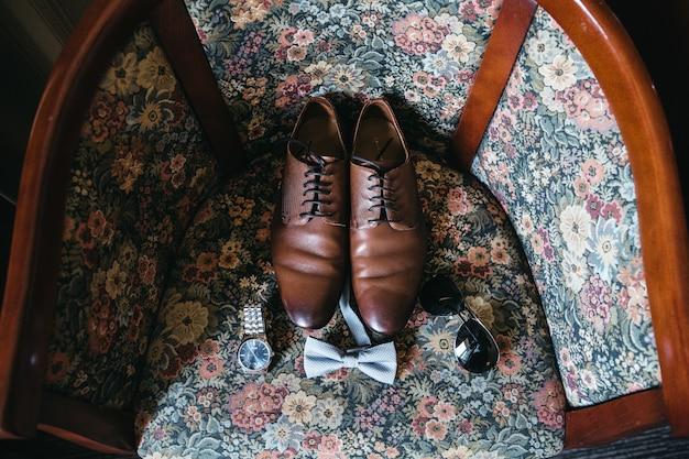Accessoires pour le marié le jour du mariage Photo gratuit