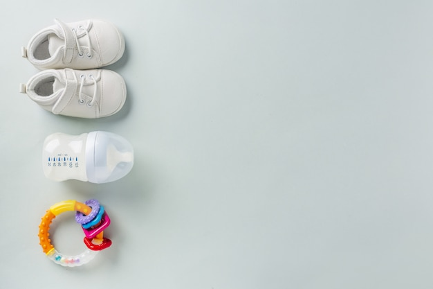 Accessoires de soins pour bébé à plat Photo gratuit
