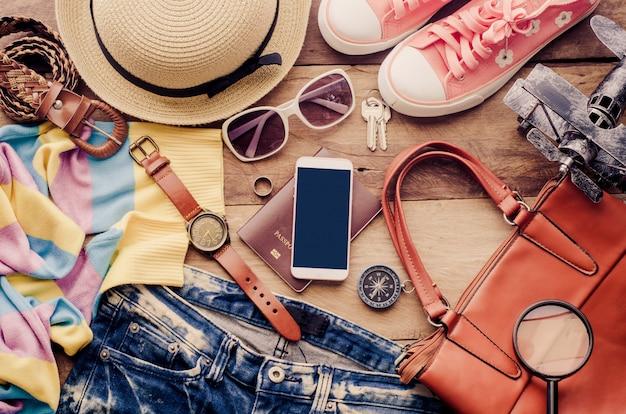 Accessoires de voyage costumes, bagages, le coût du voyage préparé pour le voyage Photo Premium