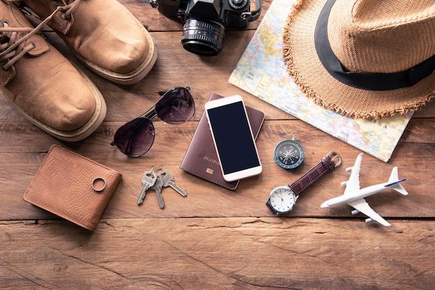 Accessoires de voyage costumes. passeports, bagages, coût des cartes de voyage préparées pour le voyage Photo Premium