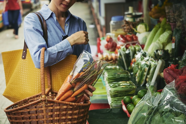 Acheter des légumes Photo gratuit