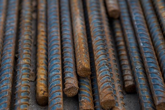 Acier, construction en acier, fer à repasser pour le bâtiment, pile d'acier à nervures Photo Premium