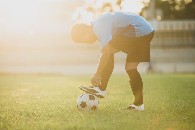 Action de footballeur sur le stade Photo gratuit