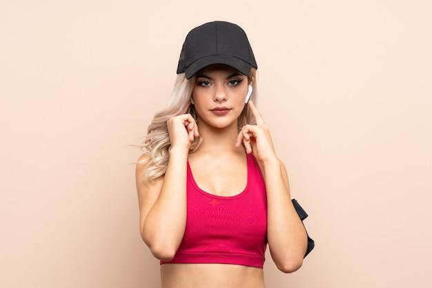 Adolescent, sport, fille, écoute, musique, regardant, devant Photo Premium