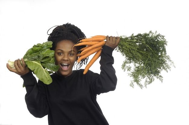 Adolescente Avec Des Légumes Photo Premium