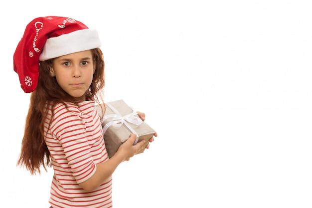 Adorable Jeune Fille Avec Un Cadeau De Noël Photo Premium