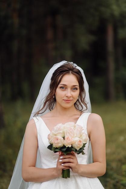 Adorable Mariée Se Prépare Le Matin Photo gratuit