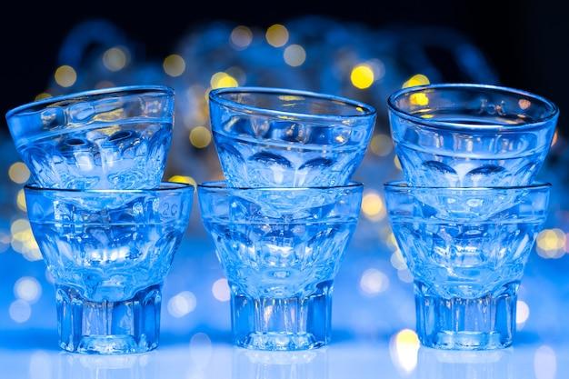 Les adultes vont dans les discothèques pour boire de l'alcool et s'amuser Photo gratuit