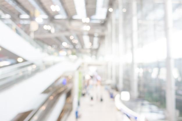 Aéroport Moderne Avec Des Escaliers Mécaniques Photo gratuit