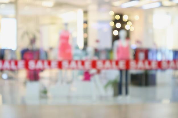 Affichage De La Fenêtre Du Magasin De Vêtements Boutique à La Mode Dans Le Centre Commercial Flou Fond Défocalisé Photo Premium