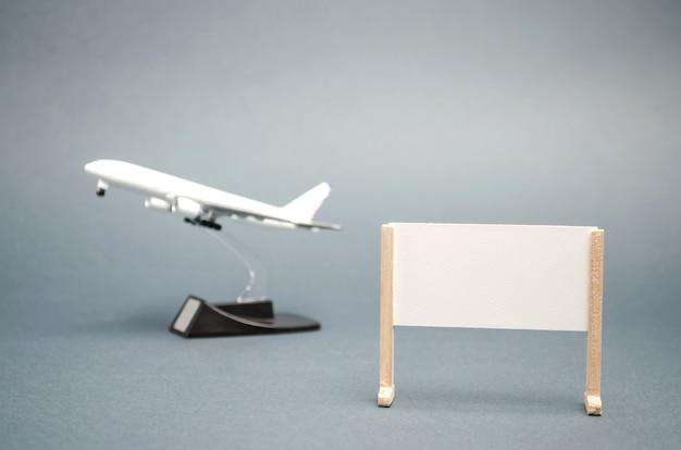 Une affiche avec une place pour le texte et un avion. voyage concept autour du monde. tours chauds. du repos. Photo Premium
