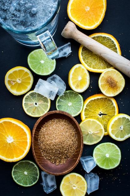 Les agrumes préparés pour une limonade Photo gratuit
