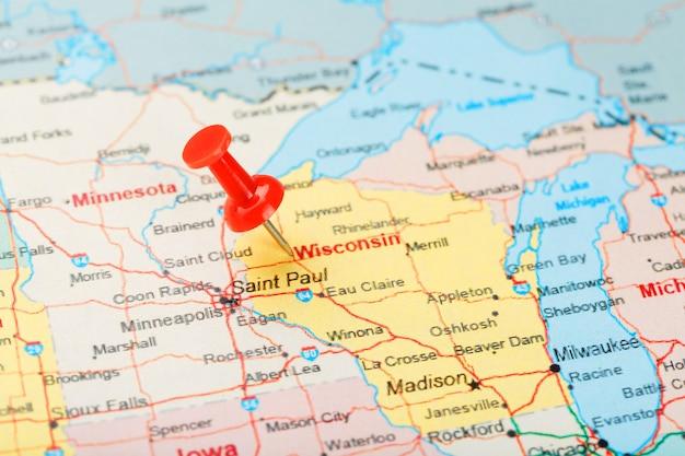 Aiguille De Bureau Rouge Sur Une Carte Des états-unis, Du Wisconsin Et De La Capitale Madison. Close Up Map Of Wisconsin Avec Tack Rouge Photo Premium
