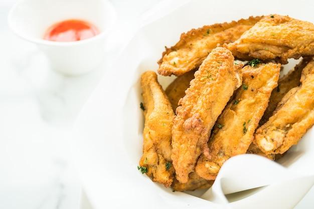 Aile de poulet frit croustillant Photo gratuit