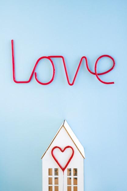 Aime écrire sur la maison et le coeur Photo gratuit