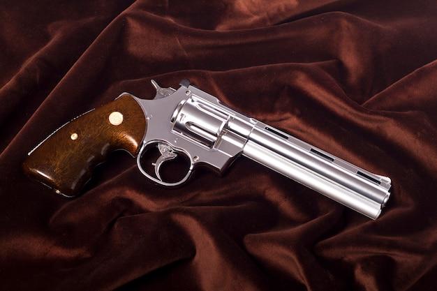 Airsoft gun en blanc Photo Premium