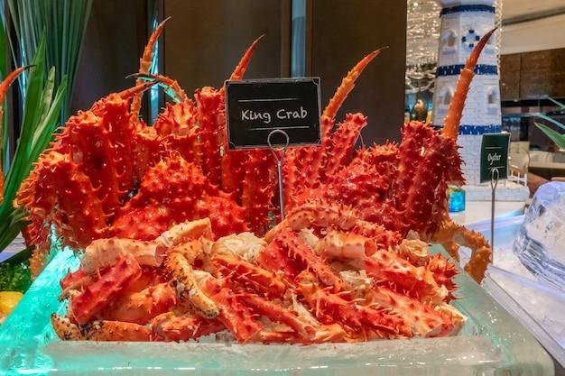 Alaskan king fruits de mer sur la glace Photo Premium