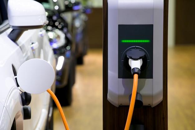 Alimentation électrique pour le chargement de la voiture électrique. station de recharge de voiture électrique. Photo Premium