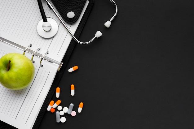 Une Alimentation Saine Et Un Bon Médicament Contre La Grippe Photo gratuit