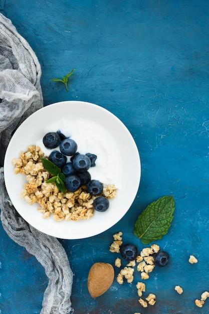 Une Alimentation Saine De Délicieuses Baies Et Noix Photo gratuit