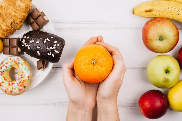 Alimentation saine vs nourriture malsaine Photo gratuit